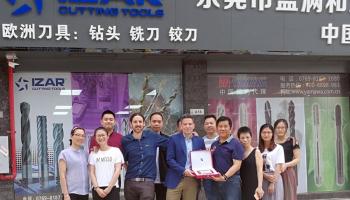 IZAR ouvre son premier magasin en Chine
